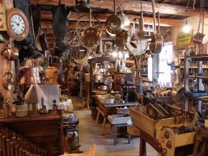 antiques shop1